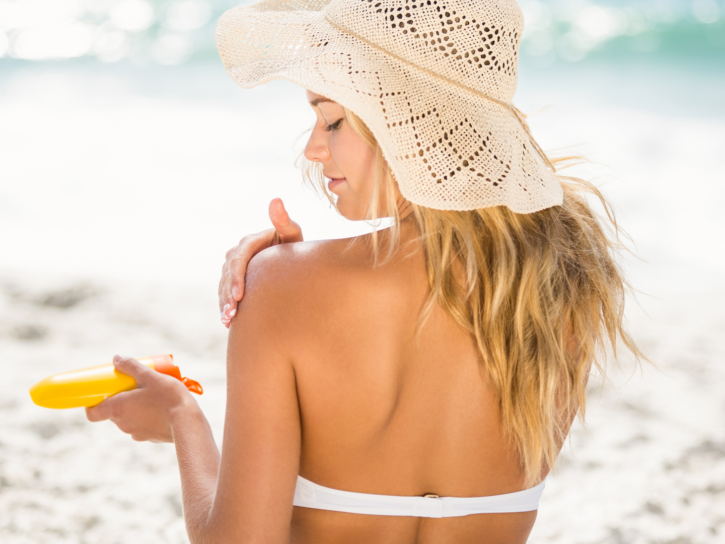 How to apply a reef safe sunscreen